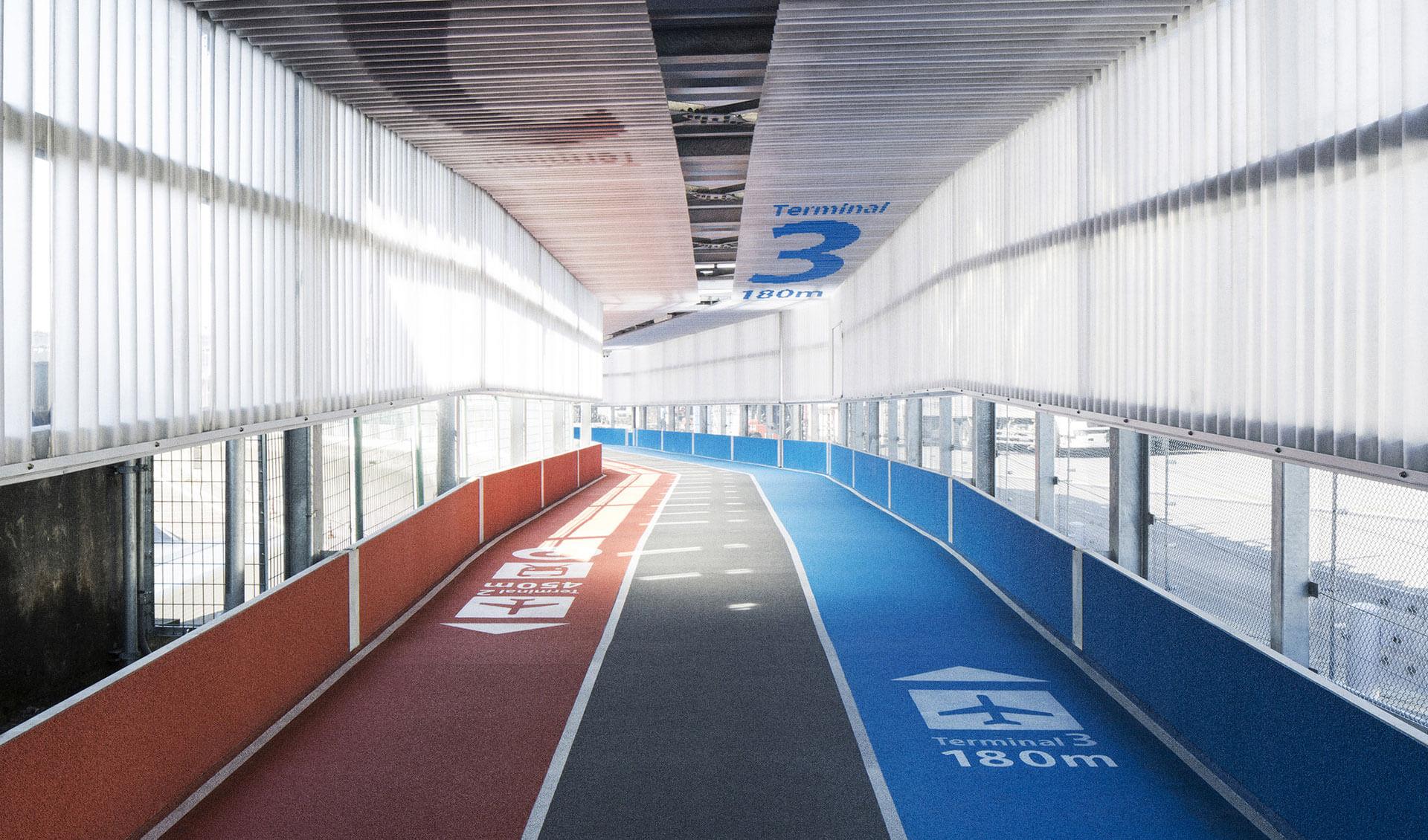 Pistes de course dans les couloirs de l'aéroport de Narita au Japon